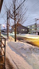 20210114外の様子夕方歩道と東大通り1