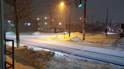 20210116外の様子夕方雪が降り出す2